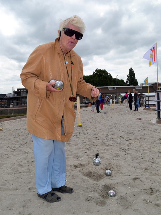 Barbara: tournament oldest participant, living at Heijplaat, once a professional petanque player. photo by: Yvonne van der Veer