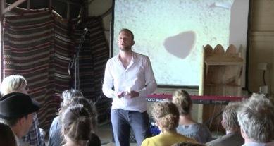 "screenshot from Youtube video ""ITGWO 2012: Volgens Nederland - Stijn Sieckelinck"""